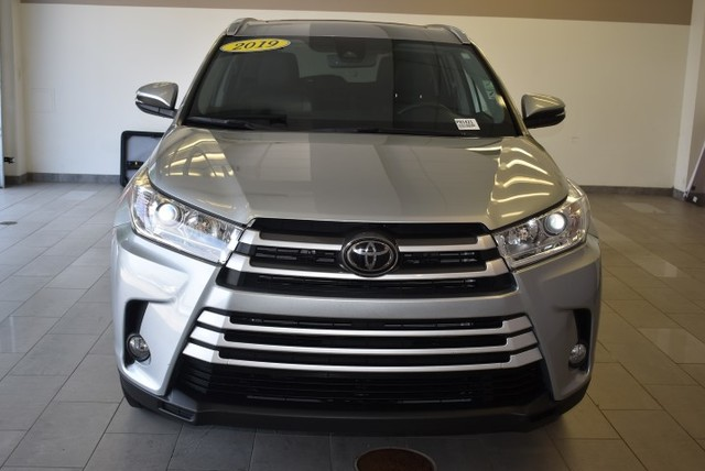 Pre-Owned 2019 Toyota Highlander XLE V6 AWD